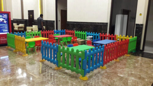 Kid's Tables & Chairs